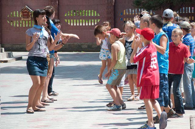 Дети смогут провести лето в лагерях.