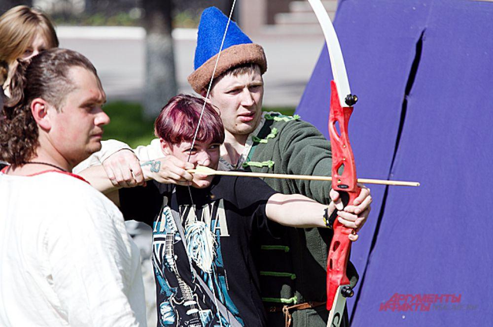 Также в программе праздника была стрельба из лука...