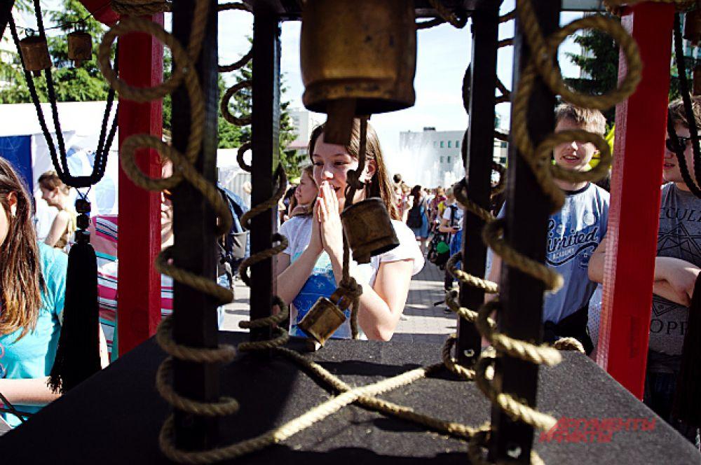 Алтарь желаний - подарок гостям фестиваля. Если верить, всё загаданное обязательно сбудется!