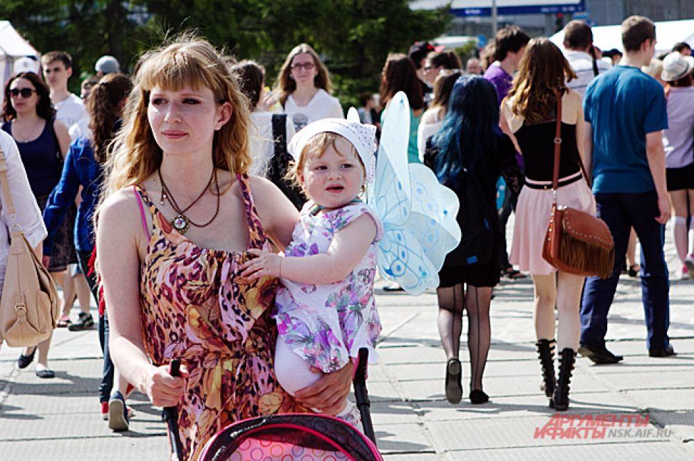 Публика собралась самая разнообразная. Среди зрителей были замечены даже мамы с детьми.