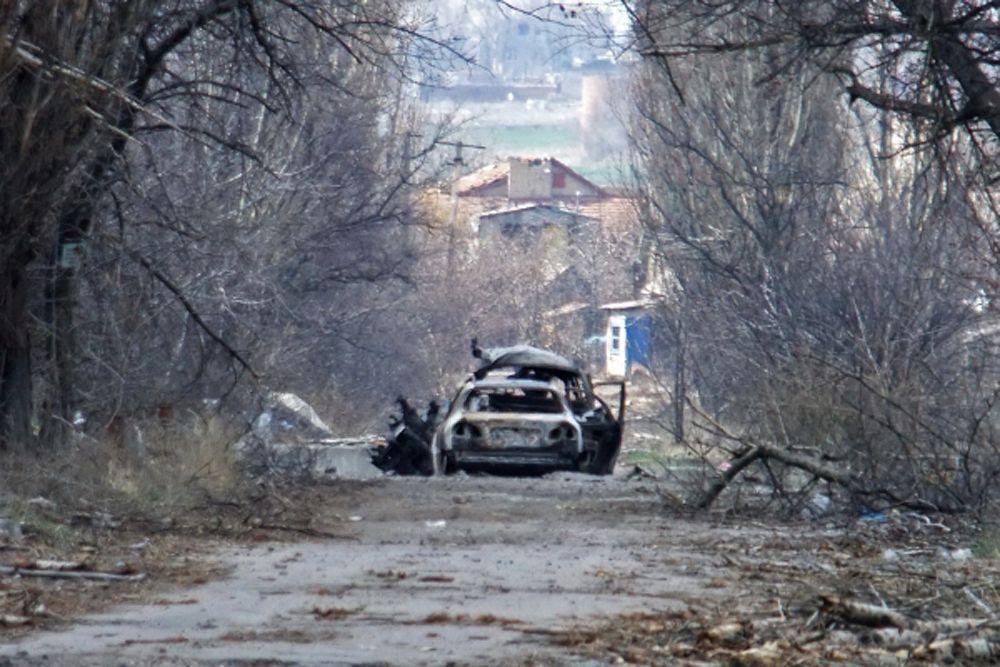 «На востоке страны по-прежнему отсутствует безопасность, - сказал Ларке. - Тяжелые бои 3 июня в Марьинке возле Донецка привели к жертвам и перемещению населения».