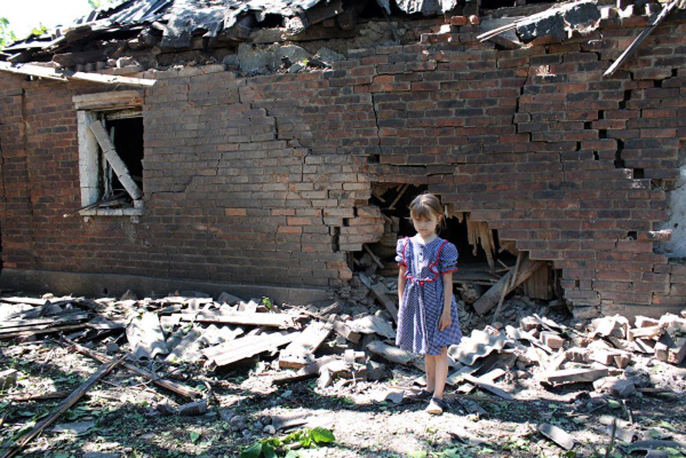 За время конфликта на Украине с апреля прошлого года по 3 июня нынешнего 6454 человека погибли и 16146 получили ранения.