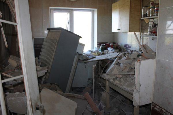 «Растущей гуманитарной проблемой» становится доступ к питьевой воде в Марьинке и окрестностях. Такой возможности, по словам Ларке, там не имеют около 10 тыс. человек. «Местные власти пытаются подвозить воду в цистернах, но этого недостаточно», - отметил он. В районах близ Луганска, продолжил Ларке, по имеющимся данным, доступа к воде не имеют «тысячи людей».