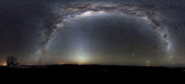 Млечный Путь – наша родная галактика, такая близкая и такая же далекая одновременно. Ученые ведут обширные исследования космоса, открывают все новые звездные системы, но даже Млечный Путь неохотно открывает свои тайны.