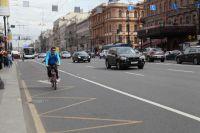 На дороге страшно за велосипедистов, а на тротуаре - за пешеходов.