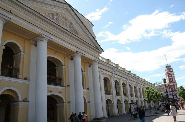 Большой Гостиный Двор, излюбленное место отдыха и покупок - как для туристов, так и для горожан.