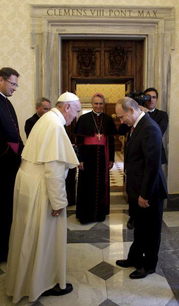 Накануне встречи представители Москвы и Ватикана перечислили темы, которые планируется обсудить: Украина, Ближний Восток, двусторонние отношения. В таком порядке эти темы и обсудили, разве что, по понятным причинам, на последний вопрос времени осталось не так много.