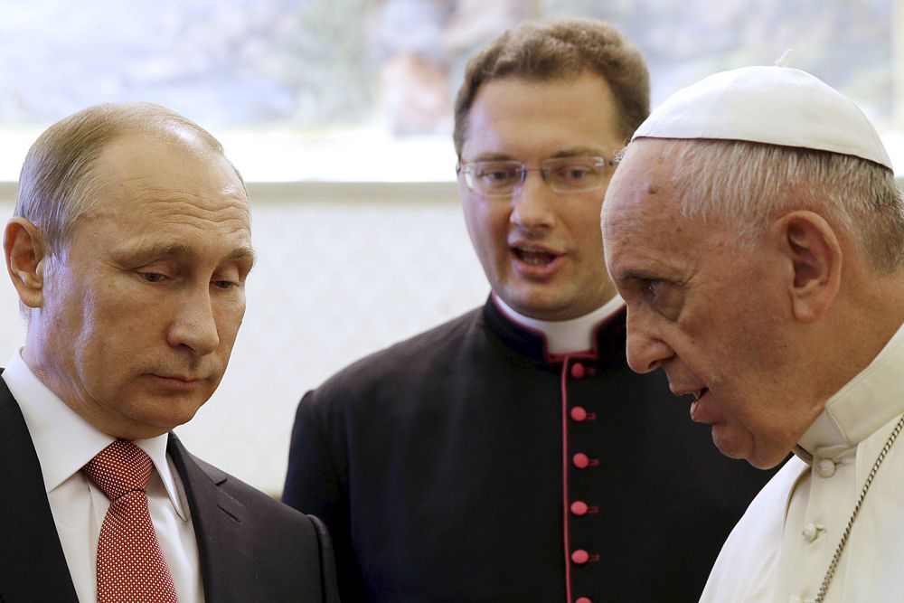 Поэтому в официальной части обе стороны ограничились по этому вопросу ритуальными примиряющими заявлениями. В части же неофициальной, возможно, была достигнута договоренность о совместных действиях по защите населения региона, в частности христианской его части, и оказания гуманитарной помощи пострадавшим.  Еще более вероятно, что Франциск призвал Путина усилить помощь со стороны России.