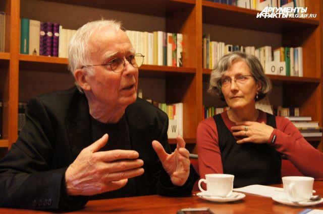 История жизни Юргена Штессингера легла в основу романа «Деревья остаются».