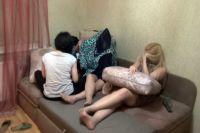 Все девушки приехали в Россию на заработки.