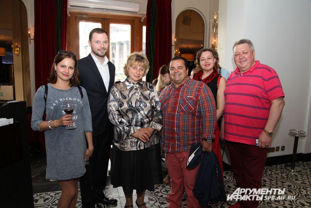 Съемочная группа картины «Экспириенс» и сотрудники «Аргументы и факты – Петербург».