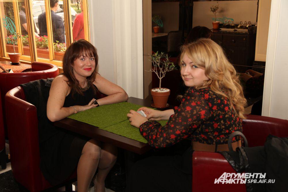 Татьяна Павленкова (Администрация Кировского района ЛО) с подругой