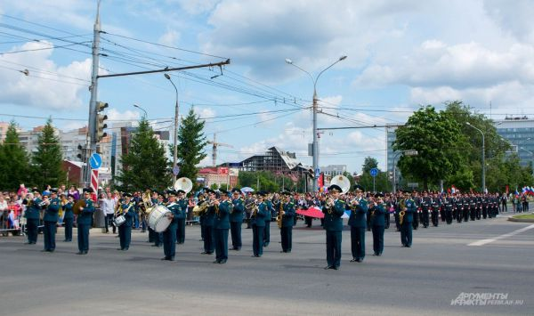 Шествие сопровождал Пермский губернский военный оркестр