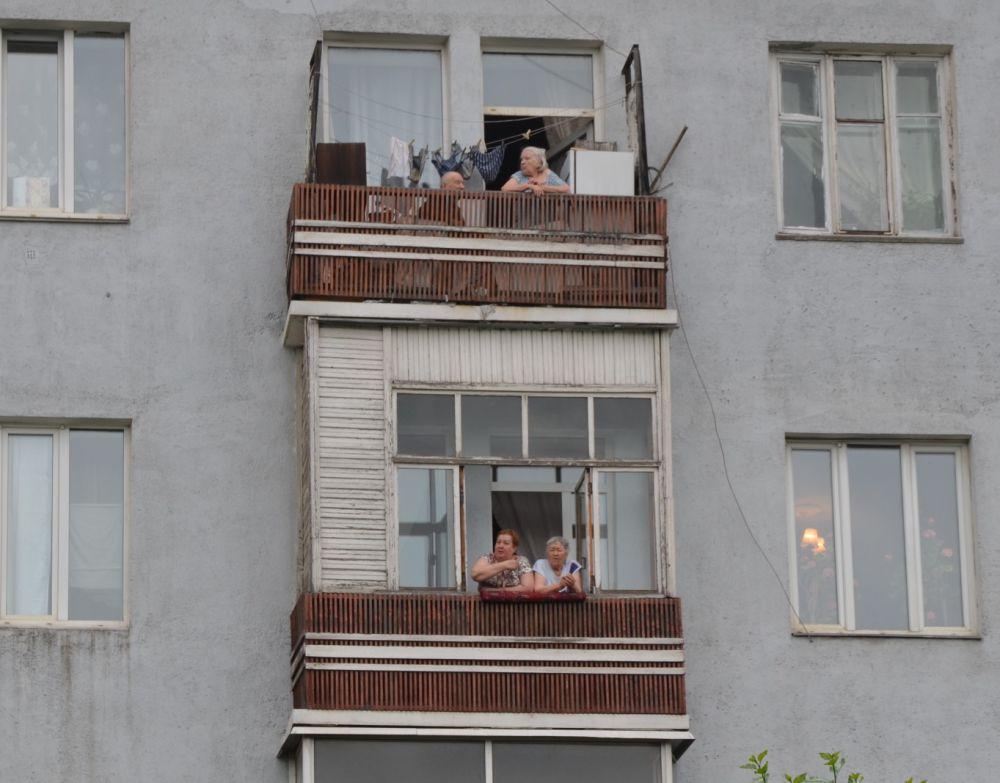 Жители улицы Дубровинского теперь могут продавать билеты на свои балконы