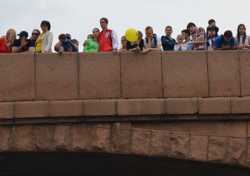 Коммунальный мост - лучший пункт для наблюдения