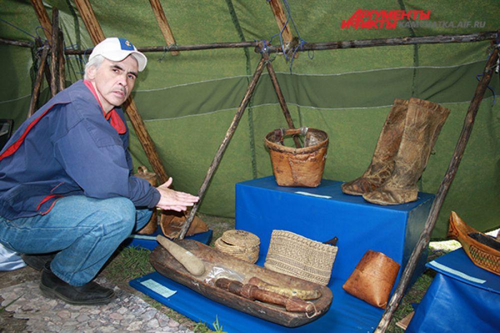 Выставку могли посетить все гости праздника и увидеть предметы быта коренных народов.