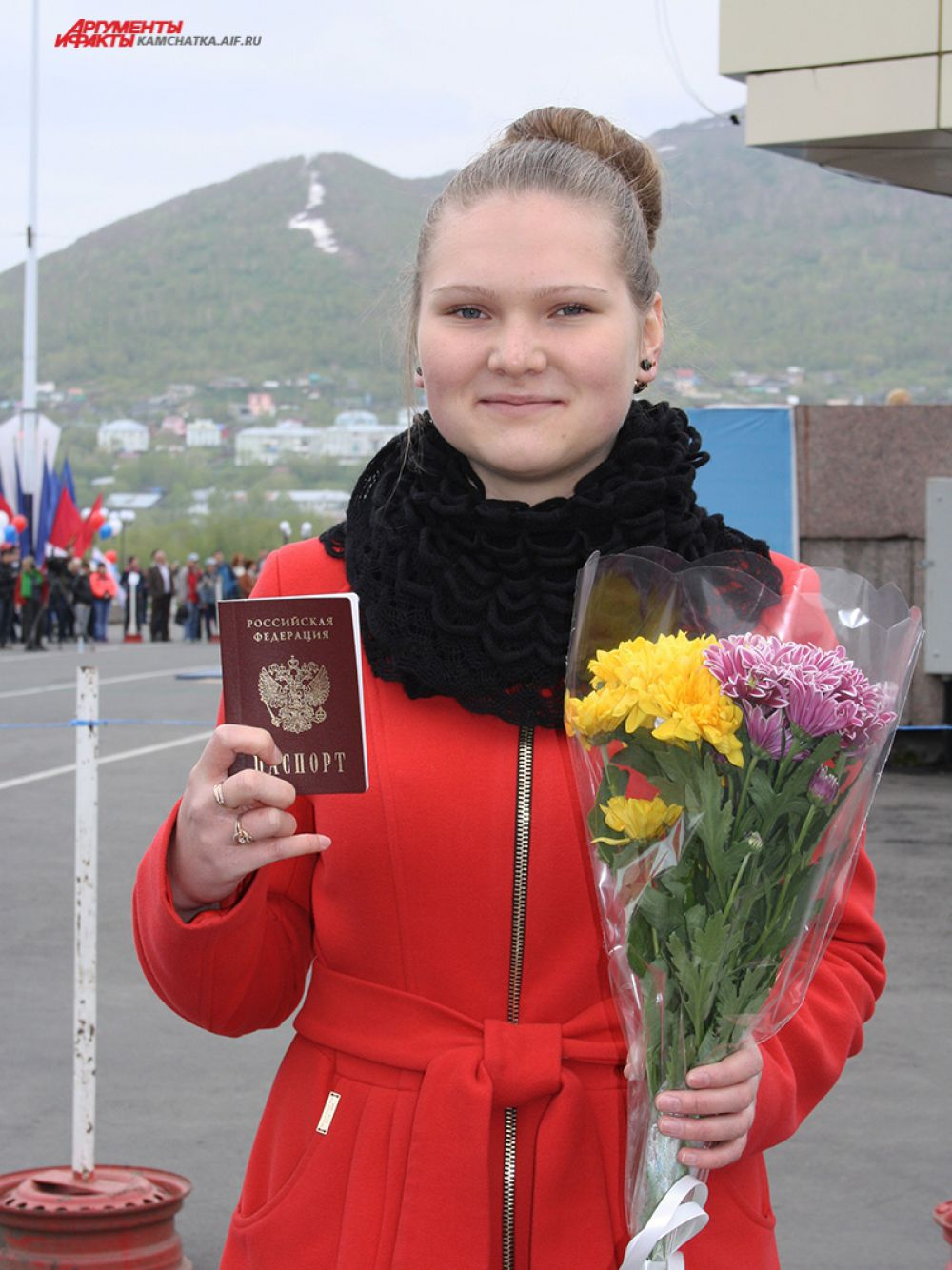 А 12 юных жителя Петропавловска на сцене получили свои первые паспорта.