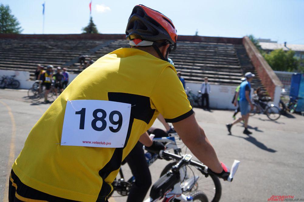 Необходимо было пройти регистрацию, после этого велосипедисту выдавали номер.