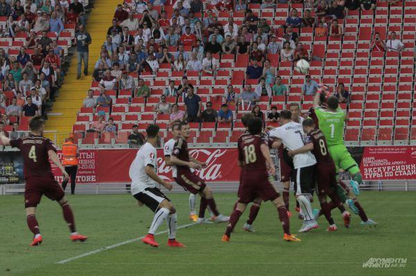 Австрия атакует ворота сборной России