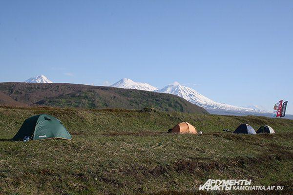 Палаточный лагерь сёрферов.