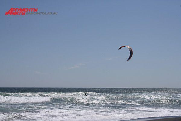 Кайтбординг (от англ. kite — воздушный змей и board — доска, boarding — катание на доске) или кайтинг — вид спорта, основой которого является движение под действием силы тяги, развиваемой удерживаемым и управляемым спортсменом воздушным змеем (кайтом).