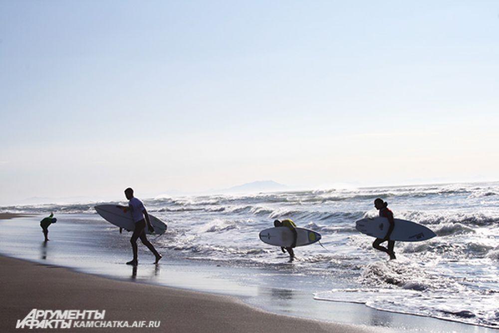 Сёрфингом занимаются на полуострове уже не первый год, и он стремительно набирает популярность.