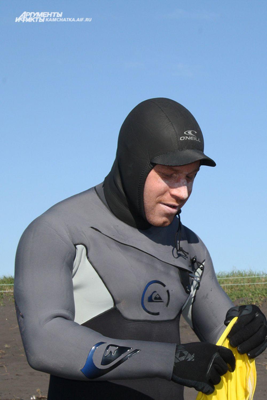 Холод - неотъемлемая часть сёрфинга на Камчатке.