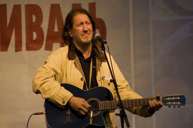 Олег Митяев на сцене фестиваля.