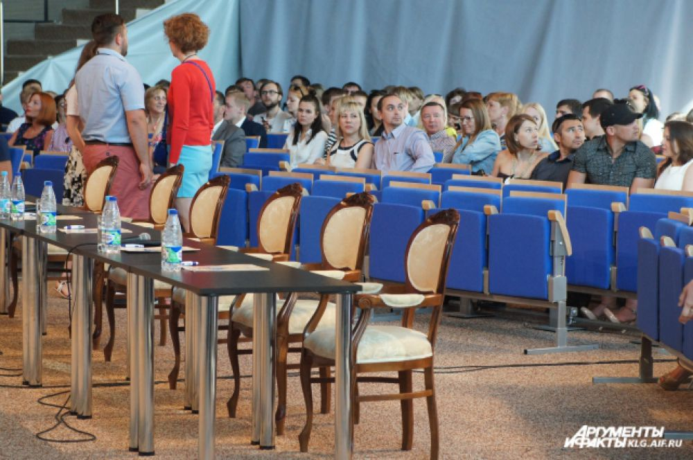 Власти региона отказались покупать стулья для театра эстрады за 3 млн рублей, остановившись на более бюджетном варианте.