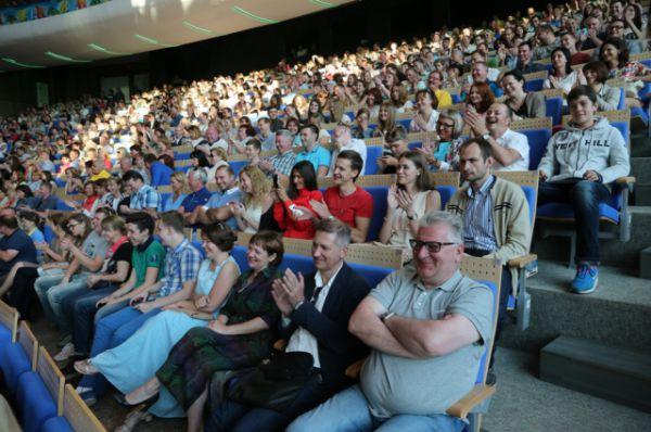 Вместимость концертного зала - до 2 тысяч человек.