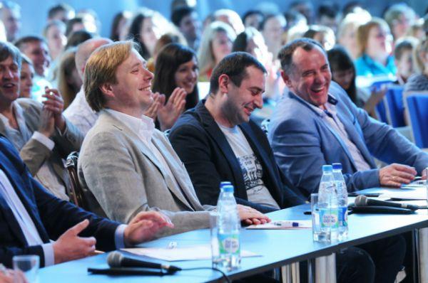 Масляков-младший признался, что ещё четыре месяца назад никто, кроме главы региона, не верил, что зал успеют достроить к лету.