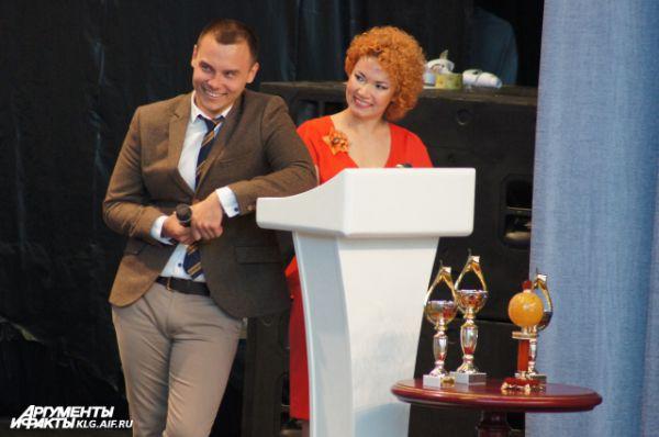 Звезды КВН приехали в Светлогорск вне основного конкурса. Айдар Гараев и Елена Гущина из команды «Союз» (Тюмень) протестировали место ведущего.