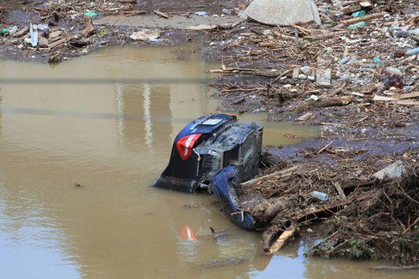 Мэр Тбилиси Давид Нармани заявил, что в настоящее время в городе в поисковой операции задействованы спасатели и правоохранители.