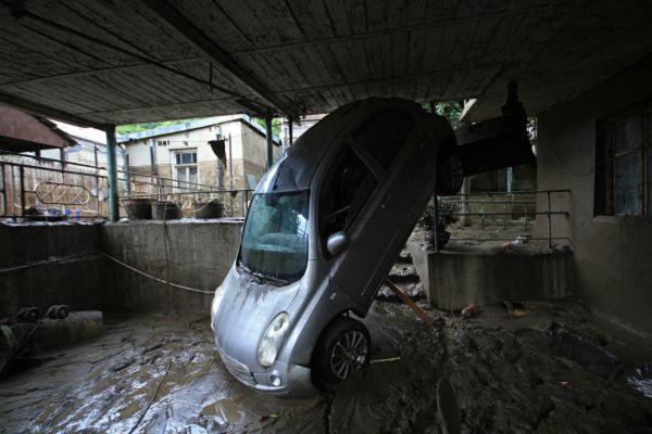 Синоптики предупреждают, что сегодня ожидаются сильные дожди и наводнение может повториться.