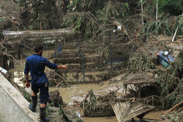 Россия и еще несколько стран предложили Грузии помощь в ликвидации последствий стихийного бедствия.