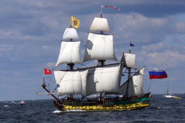 «Штандарт» — действующая копия российского исторического фрегата «Штандарт» времен Петра I. В июне 2000 года «Штандарт» отправился в первое плавание по маршруту Великого посольства — тем городам и странам, которые посетил Пётр I, обучаясь корабельному ремеслу. На начало 2012 года фрегат «Штандарт» побывал в двенадцати плаваниях по Европе, посетил 54 порта в 12 странах Европы. В 2009 году «Штандарт» прошёл от Санкт-Петербурга до норвежского порта Киркенес, обогнув мыс Норд-Кап.