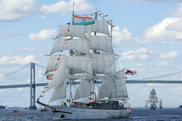 Барк «INS Tarangini» является учебным парусным кораблем Военно-морских сил Индии, разработанный по проекту шотландским морского архитектора Колина Мадии. Строительство трехмачтового барка со стальным корпусом было начато 20 июня 1995 года на верфи Goa Shipyard Limited в Гоа. Уже через два года парусное судно было передано в эксплуатацию индийскому флоту, базирующемуся в Кочи на юго-западном побережье Индии 11 ноября 1997 года для прохождения морской практики курсантов учебных заведений. Барк может принять на борт около 85 человек.