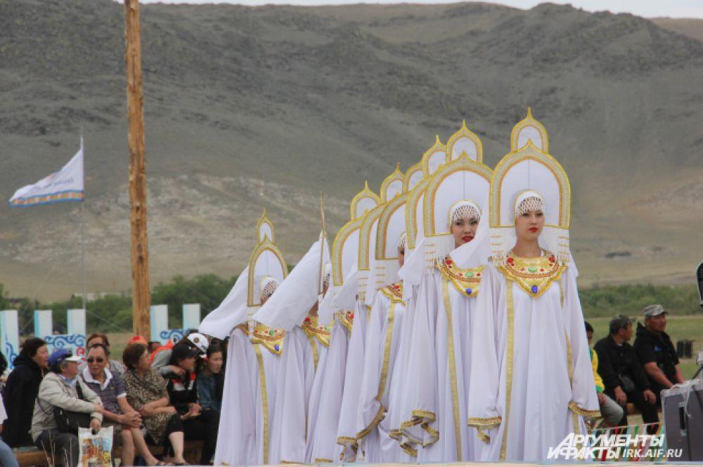 Такие кокошники очень напоминают руссские церкви.