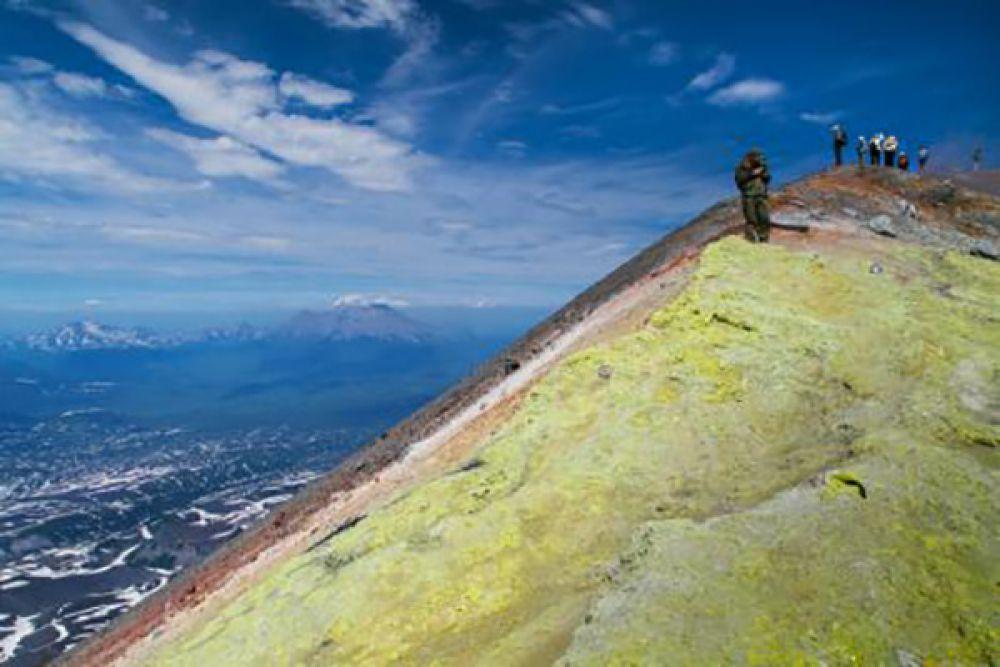 Второе место у Фортуна Вита, её работа — «Ах, как кружится голова, как голова кружится!». Приз — поездка «Экскурсия к вулкану Горелый».