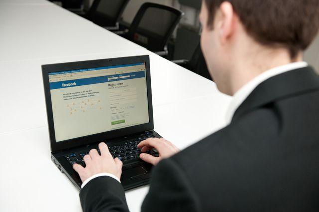 В Невьянске чиновник предстанет перед судом за взятку в виде ноутбука