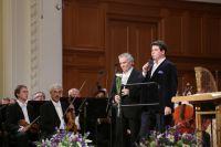 Ведущие мероприятия — художественный руководитель Мариинского театра Валерий Гергиев и пианист Денис Мацуев.