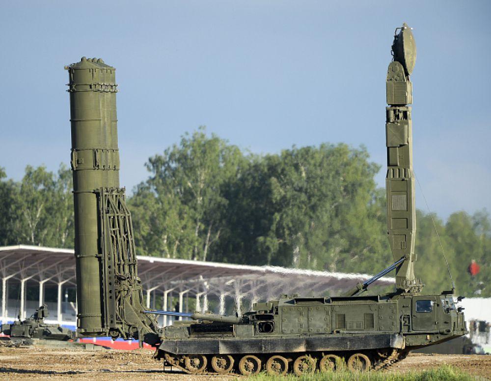 Российская система ПВО С-300ВМ «Антей-2500».