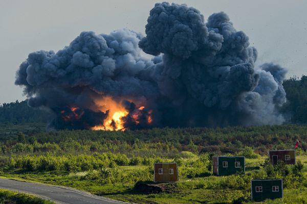 Взрыв во время демонстрационной программы.