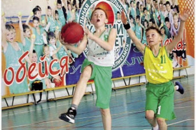 Около 1400 юных спортсменов из Березников и Соликамска участвуют в баскетбольном проекте калийной компании.