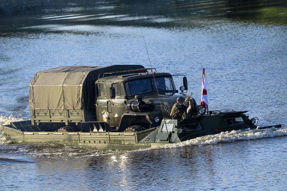 Переправа военной техники через водную преграду.