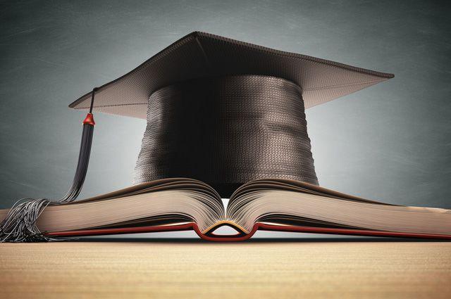 «Есть у меня диплом»: лишённые аккредитации вузы продолжают учить студентов