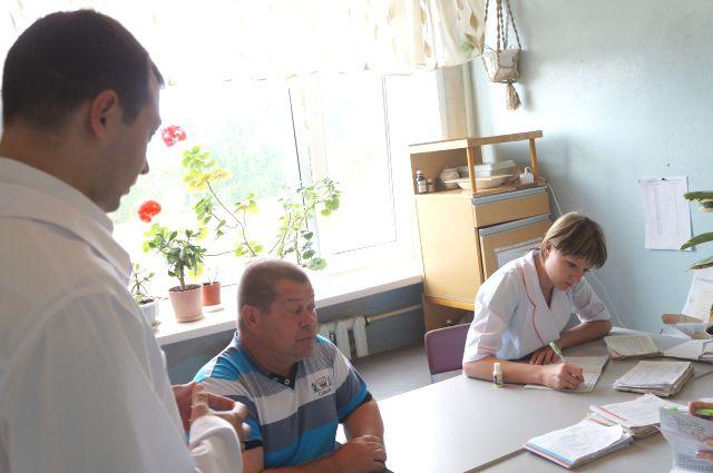 Для многих врачей, переехавших в село, хорошие условия работы стали основным фактором для того, чтобы подписать контракт на 5 лет.