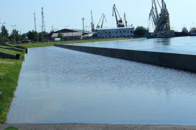 Затопленная набережная Сургута.