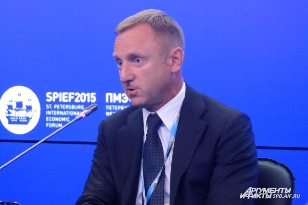 Министр образования РФ Дмитрий Ливанов хочет вернуть страну к лидерству в науке.