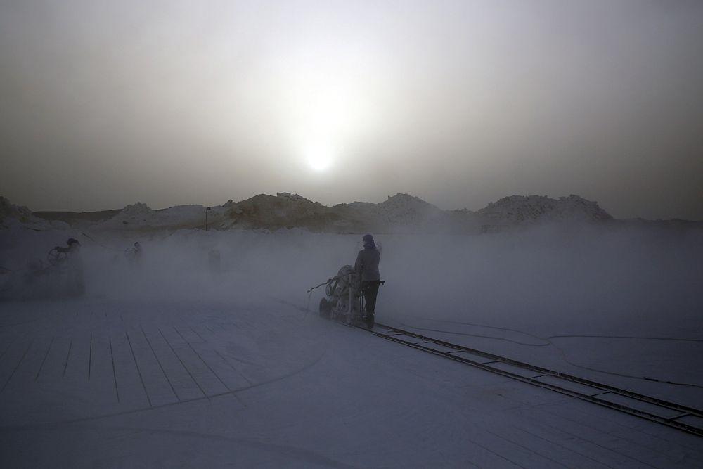 18 июня. Рабочие на известняковом карьере в Египте.